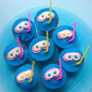 kinderen trakteren afzwemmen zwemmen cupcakes